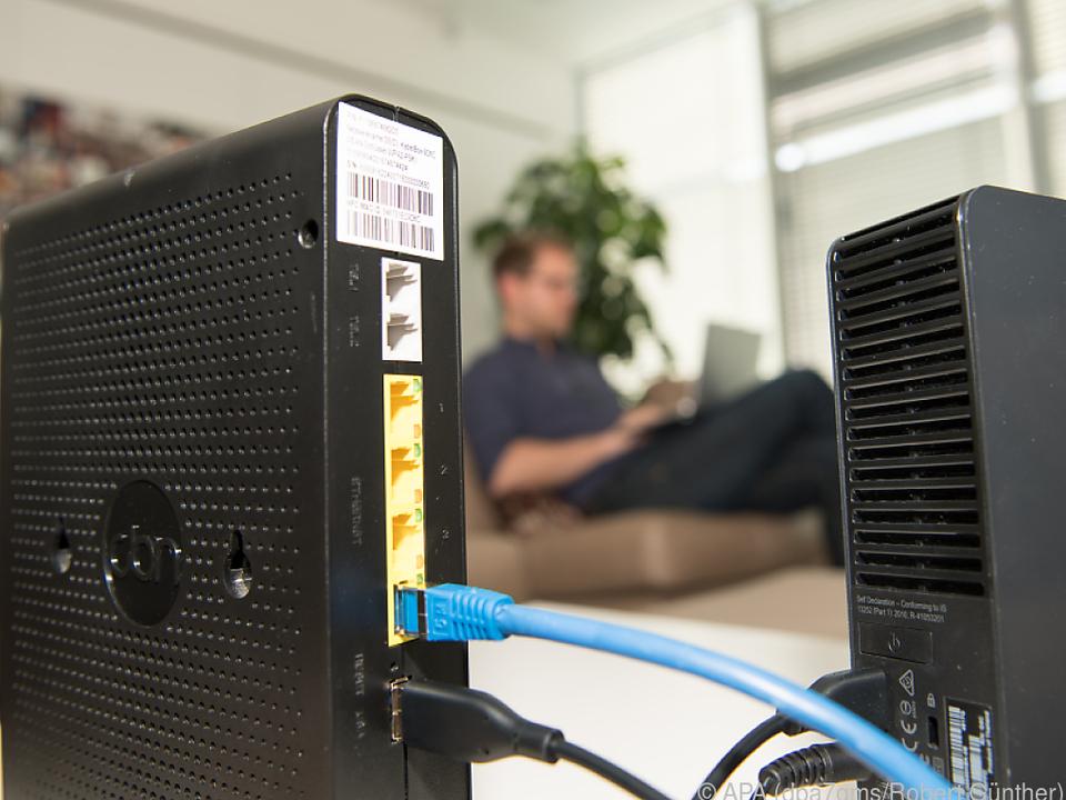 Die einfachste Lösung ist eine USB-Festplatte, die am Router angesteckt wird