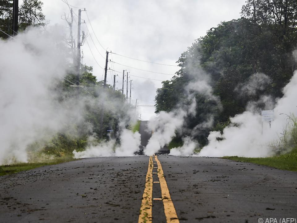 Die Lava sucht sich ihren Weg aus der Oberfläche