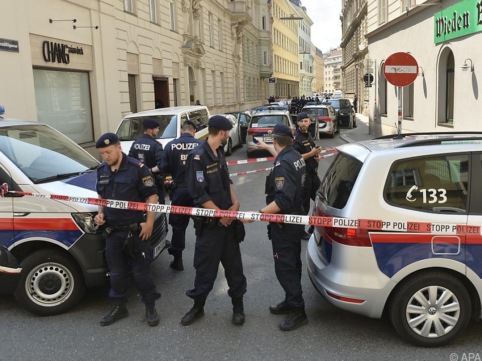 Mann erschoss Frau und sich selbst auf Straße in Wien-Wieden ...