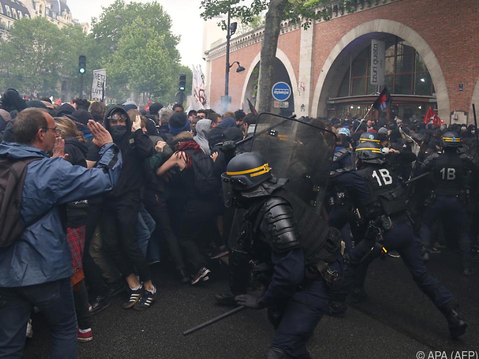 Einige wenige Demonstranten legten sich mit Polizisten an
