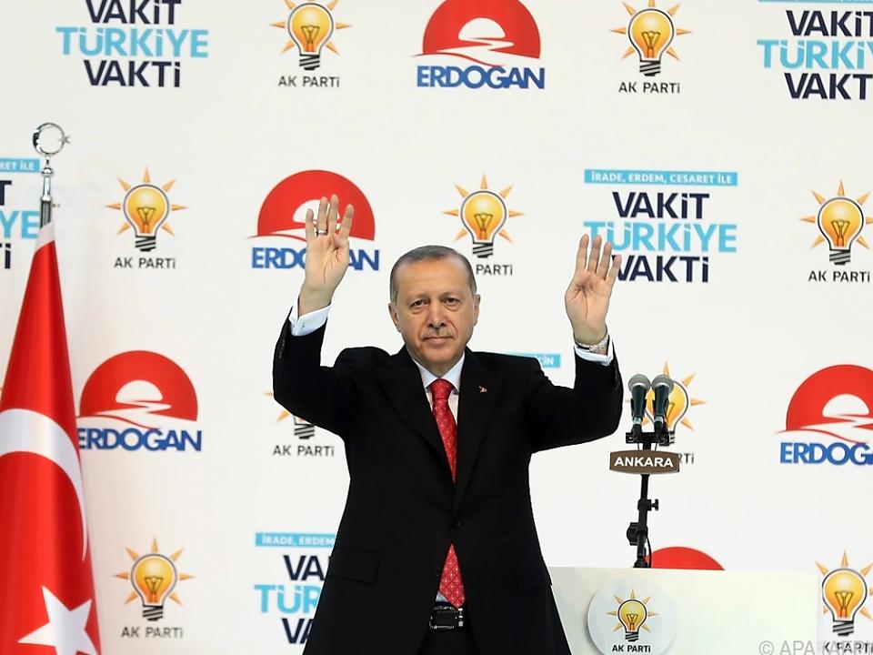Erdogan stellte sein Wahlprogramm vor