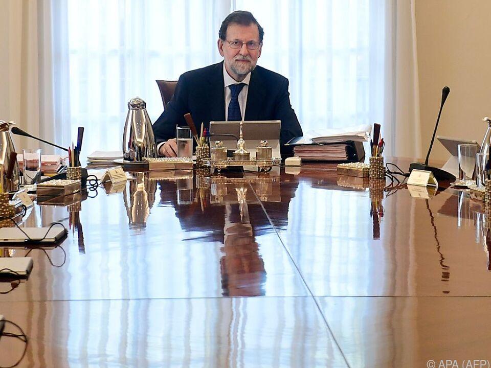 Für Spaniens Premier Mariano Rajoy wird es immer enger