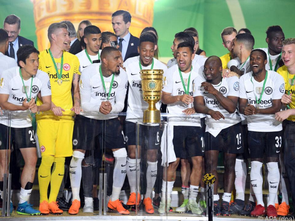 Großer Jubel bei Eintracht Frankfurt nach Pokal-Sensation