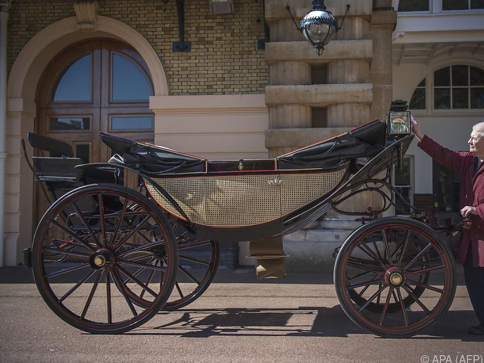 In dieser Kutsche möchte das Paar durch Windsor fahren