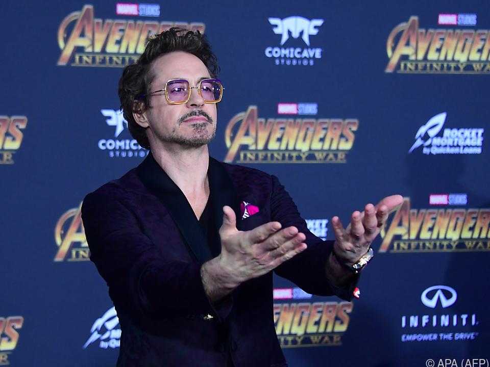 Ja, auch Robert Downey Jr. hat jetzt ein Tattoo