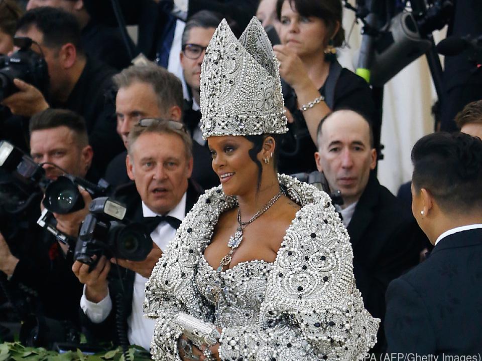 Rihanna als etwas anderer Bischof