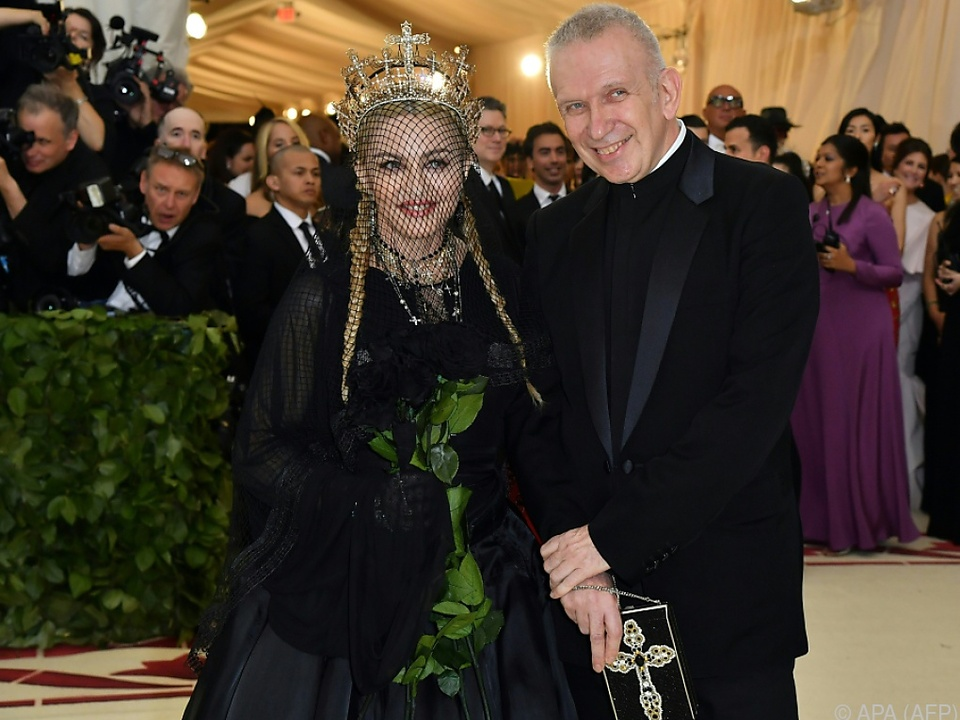 Kaum wiederzuerkennen: Popstar Madonna mit Jean Paul Gaultier