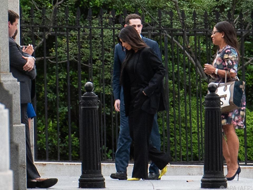 Kim Kardashian erschien ganz in Schwarz
