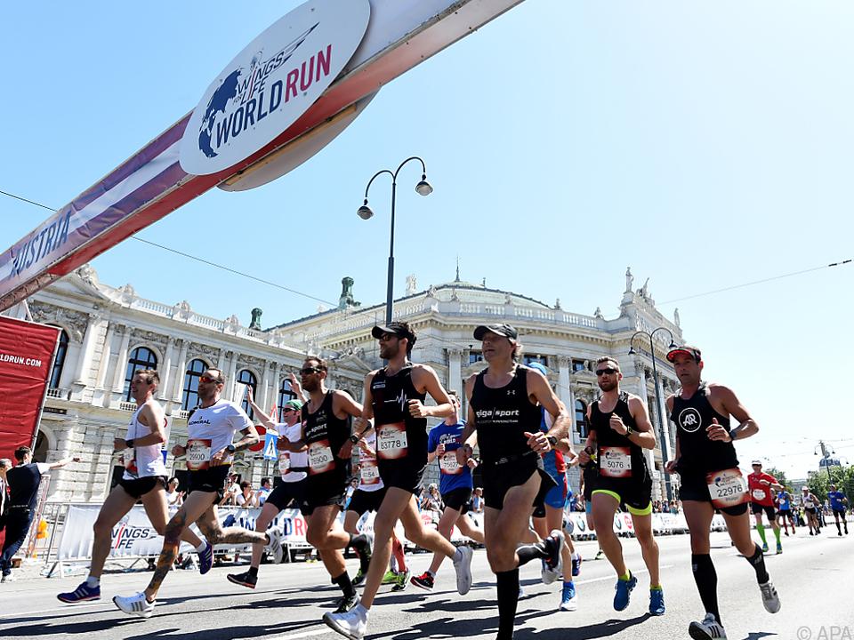 Läufer vor dem Wiener Burgtheater