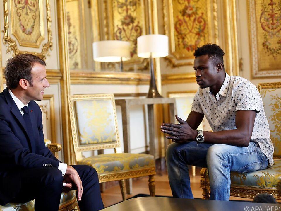 Mamoudou Gassama zu Besuch bei Präsident Emmanuel Macron