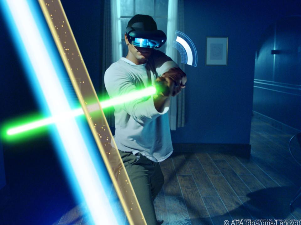 Für Lichtschwert-Duelle braucht man Headsets, Smartphones und Lichtschwerter