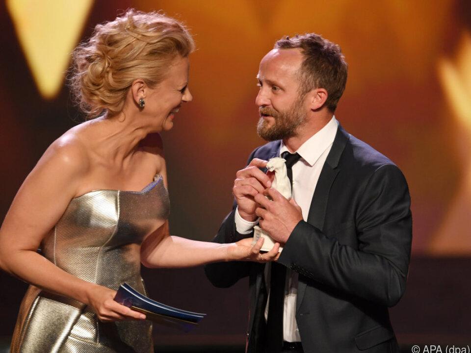 Moderatorin Schöneberger gratulierte Maximilian Brückner