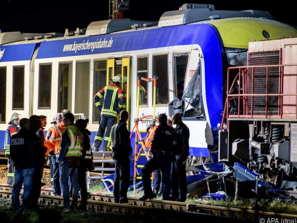 Personenzug und Güterzug stießen zusammen