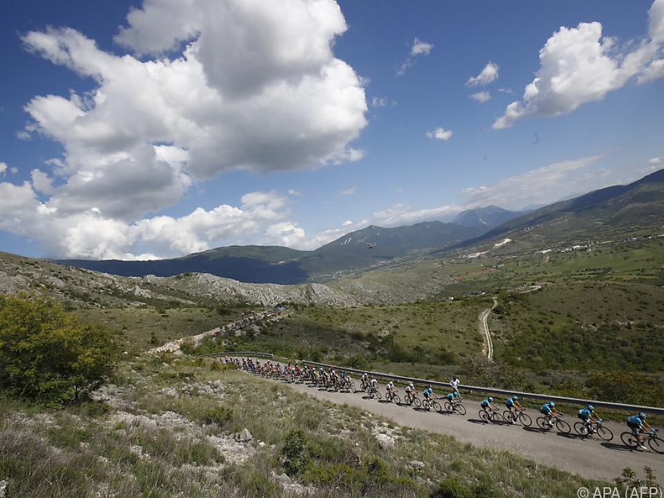 Rund 2.000 km hat der Rad-Tross beim Giro noch vor sich