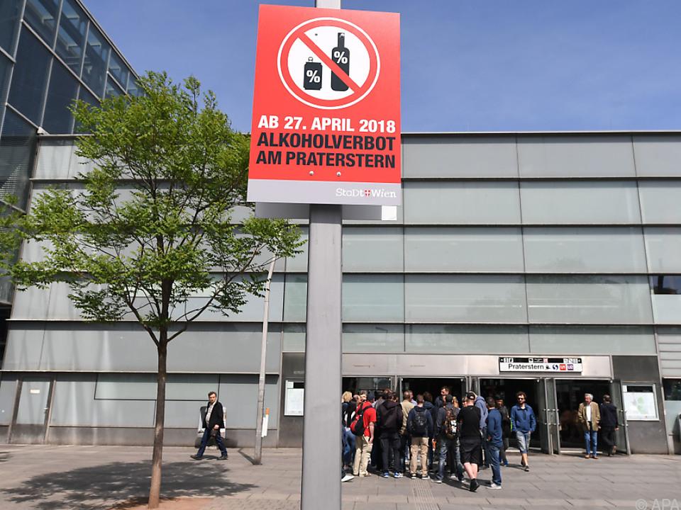 Schilder informieren über das Verbot