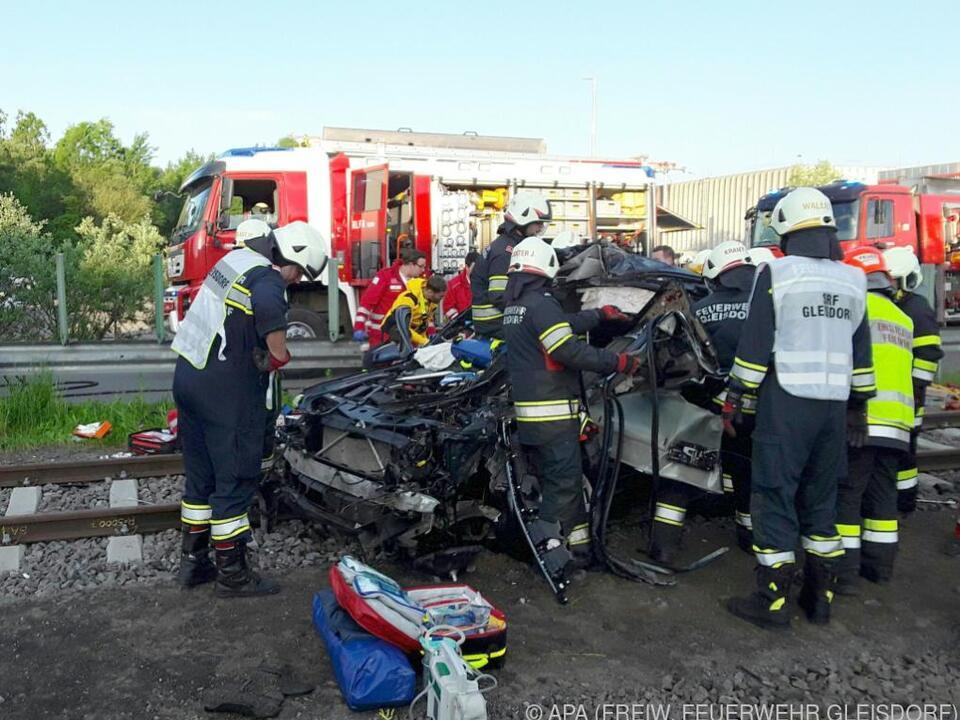 Schwerer Unfall an einer Bahnübersetzung