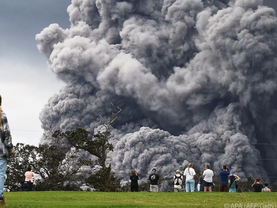 Seit einigen Tagen steigt eine riesige Aschewolke aus dem Kilauea
