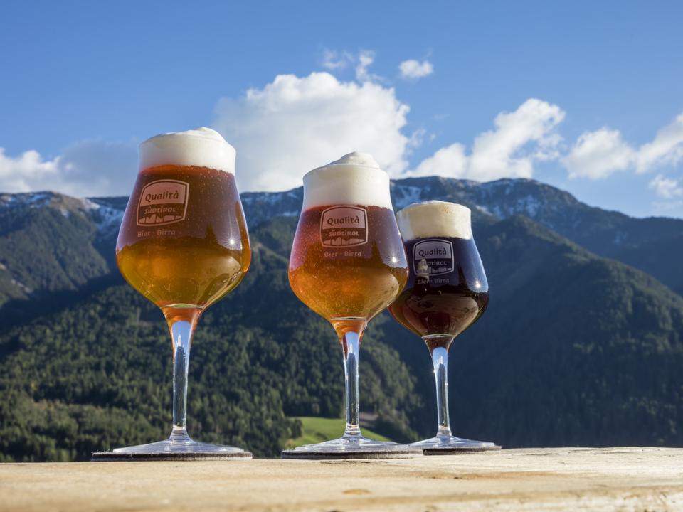 Suedtirol, Bier, regionales Bier, Landschaft: Villnöss,