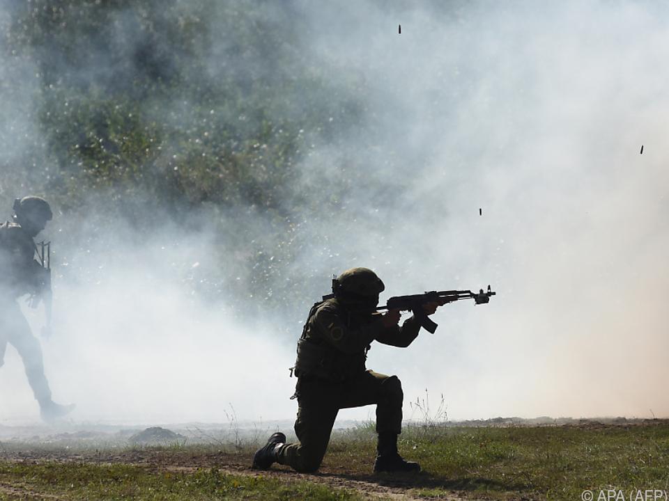 krieg soldat kampf waffe Übungseinheit der ukrainischen Armee