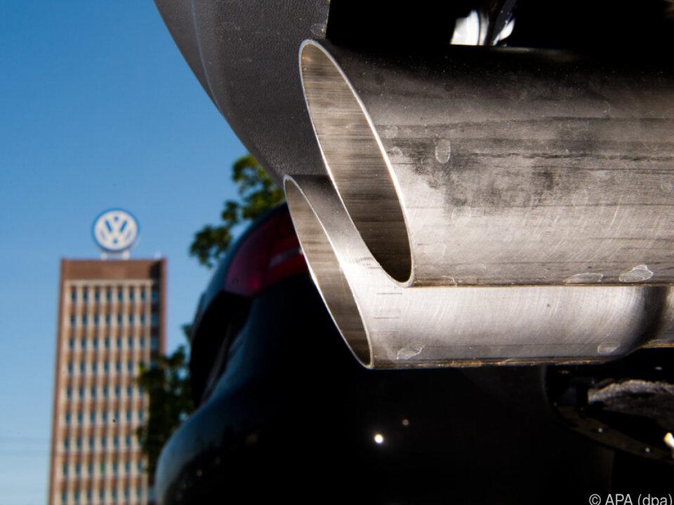 VW-Autos offenbar auch nach Software-Update mit hohem NOx-Ausstoß