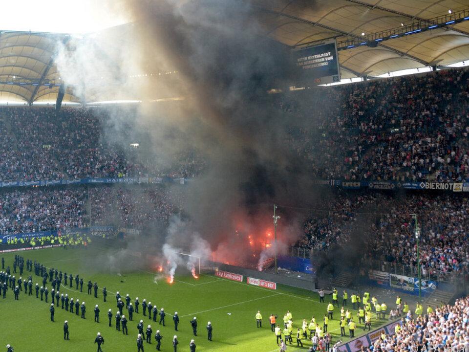 Wütende HSV-Fans sorgten für eine Spielunterbrechung