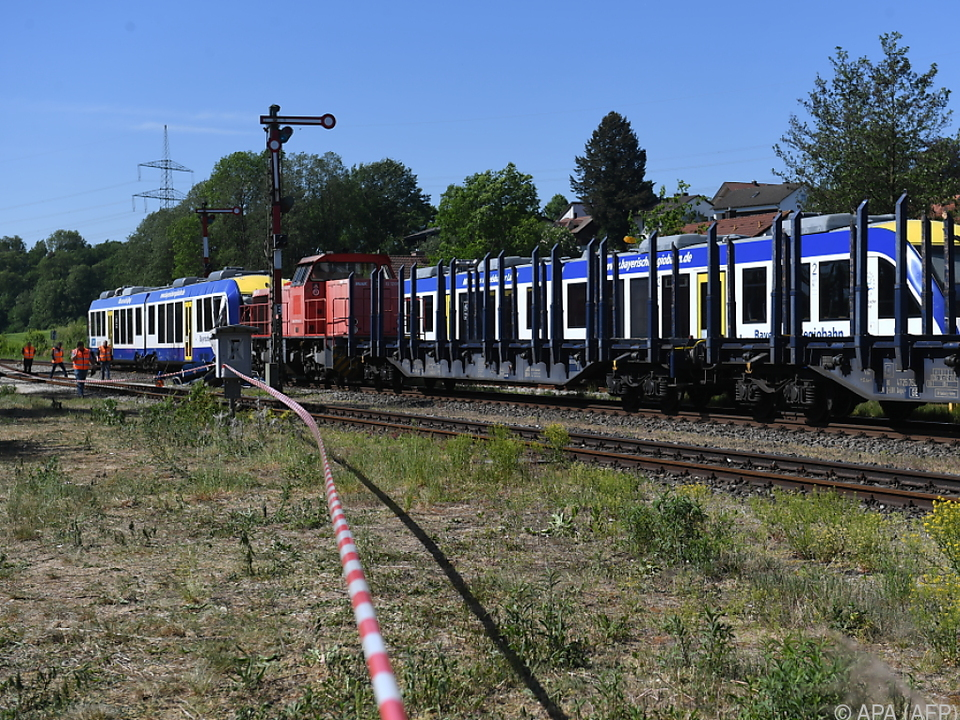 Zug der Bayerischen Regiobahn kollidierte mit stehendem Güterzug
