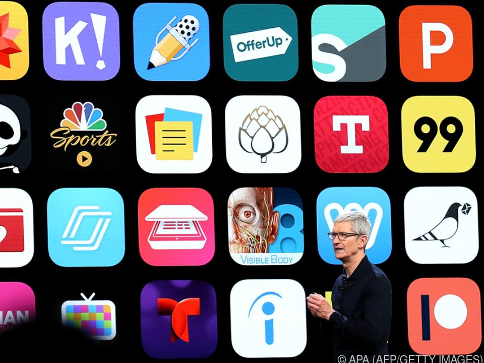 Apple-Boss Tim Cook öffnet sein Schatzkästchen