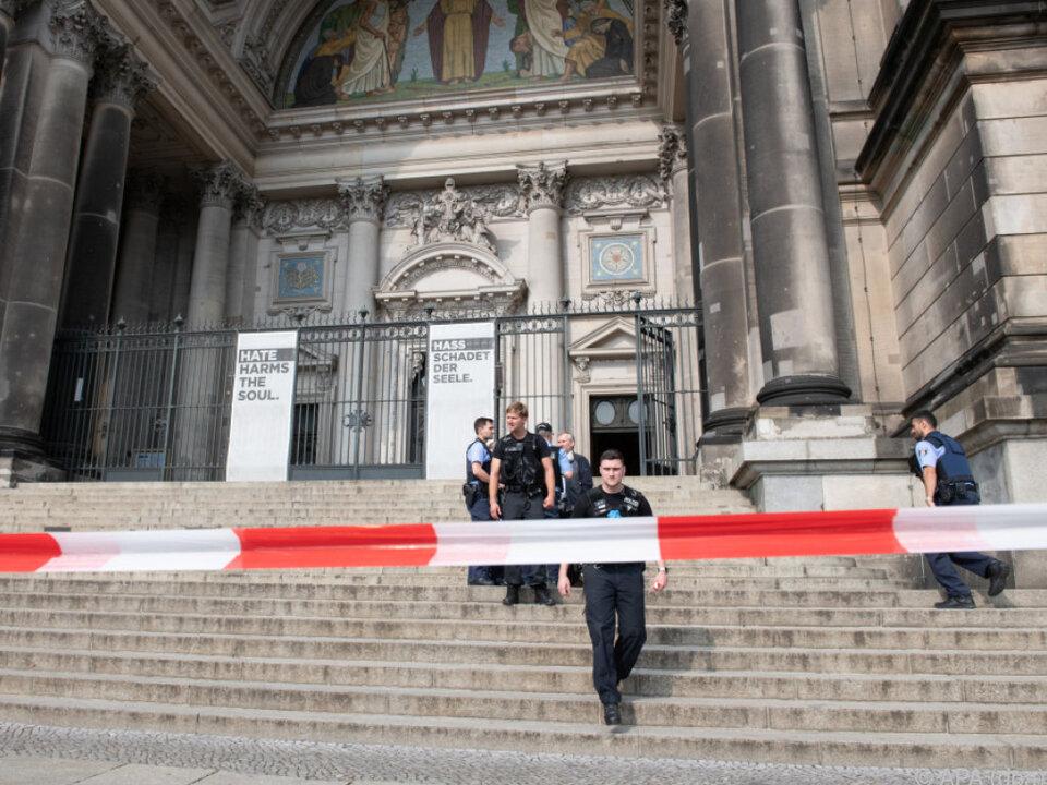 Berliner Dom wurde abgesperrt