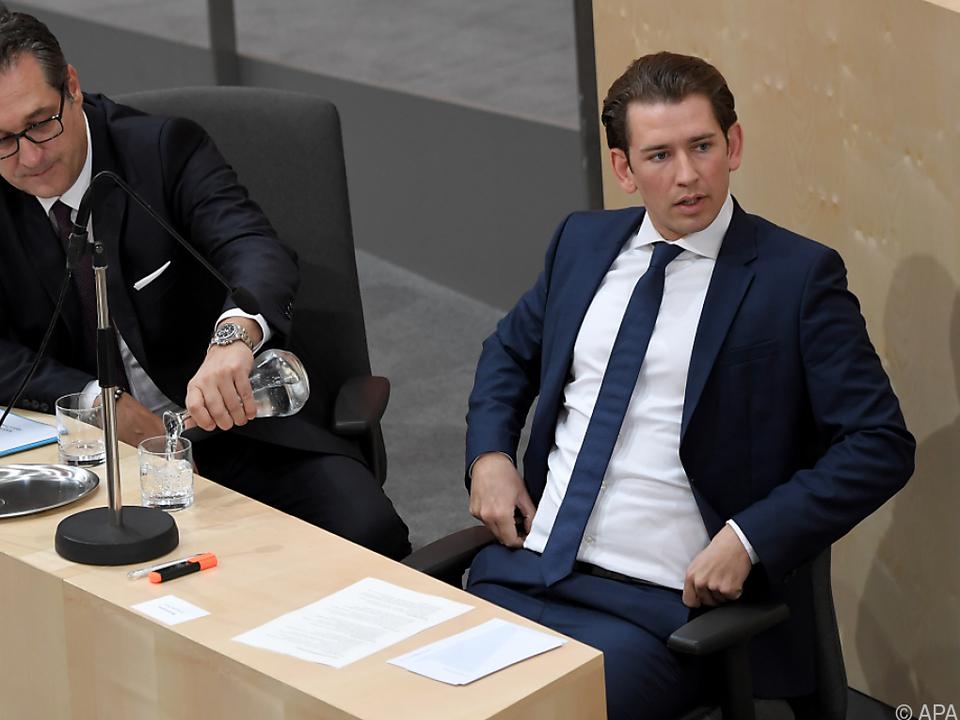 Bundeskanzler Kurz kam verspätet ins Parlament