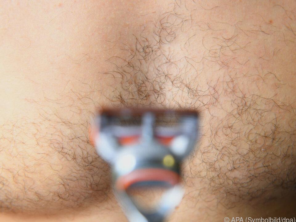 Der Glattheit folgte zuerst der Bart, nun das Brusthaar