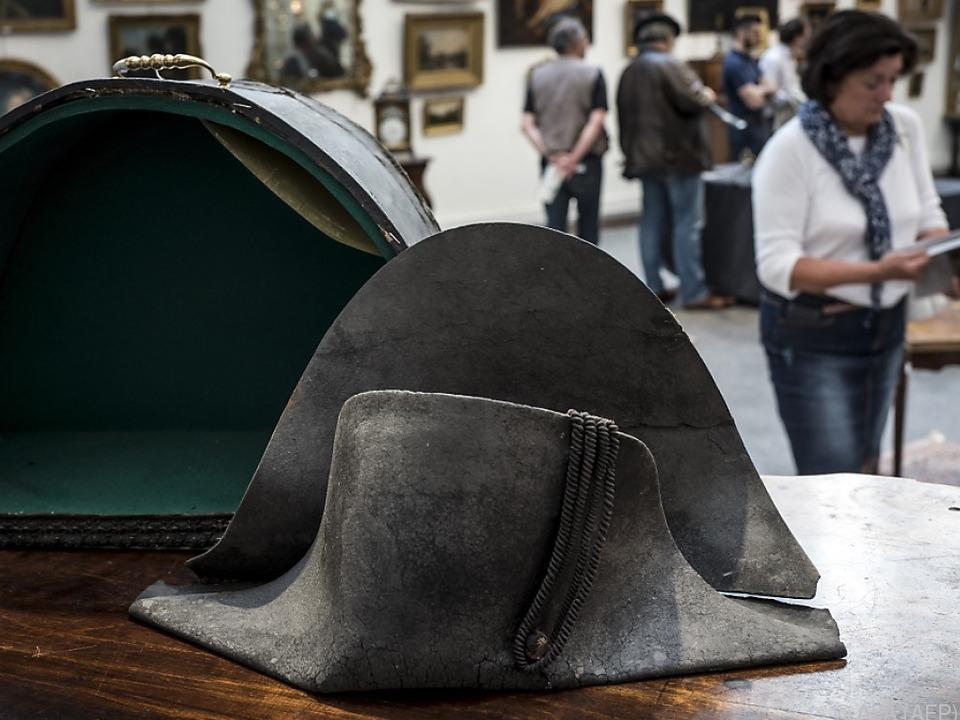 Der Hut war auf 40.000 Euro geschätzt worden
