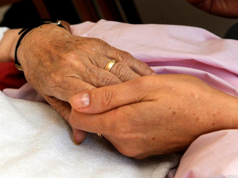 Die drohenden strengeren Regeln treiben viele Pflegekräfte ins Ausland