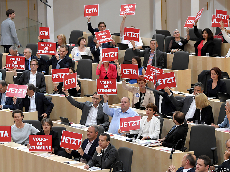 Die SPÖ forderte eine Volksabstimmung zu CETA