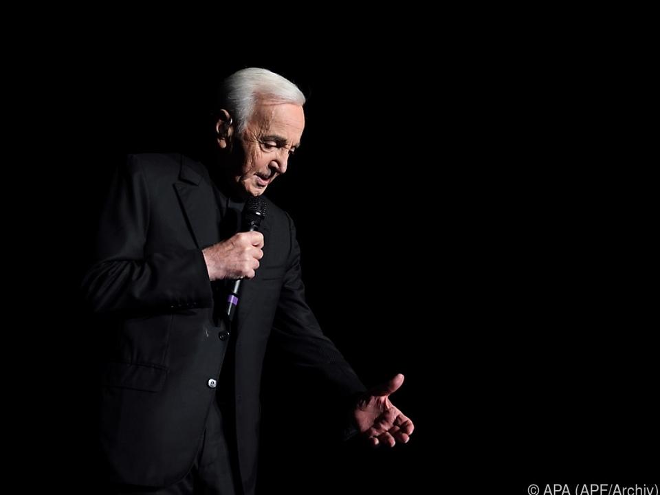 Doppelter Armbruch zwingt den 94-jährigen Sänger zur Pause