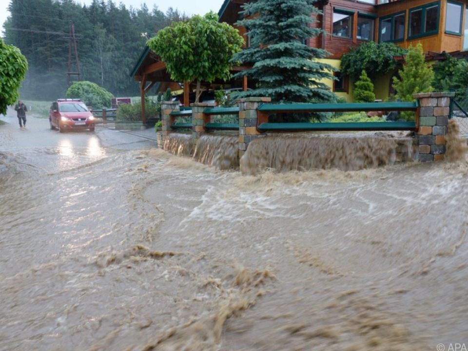 Dutzende Keller stehen unter Wasser