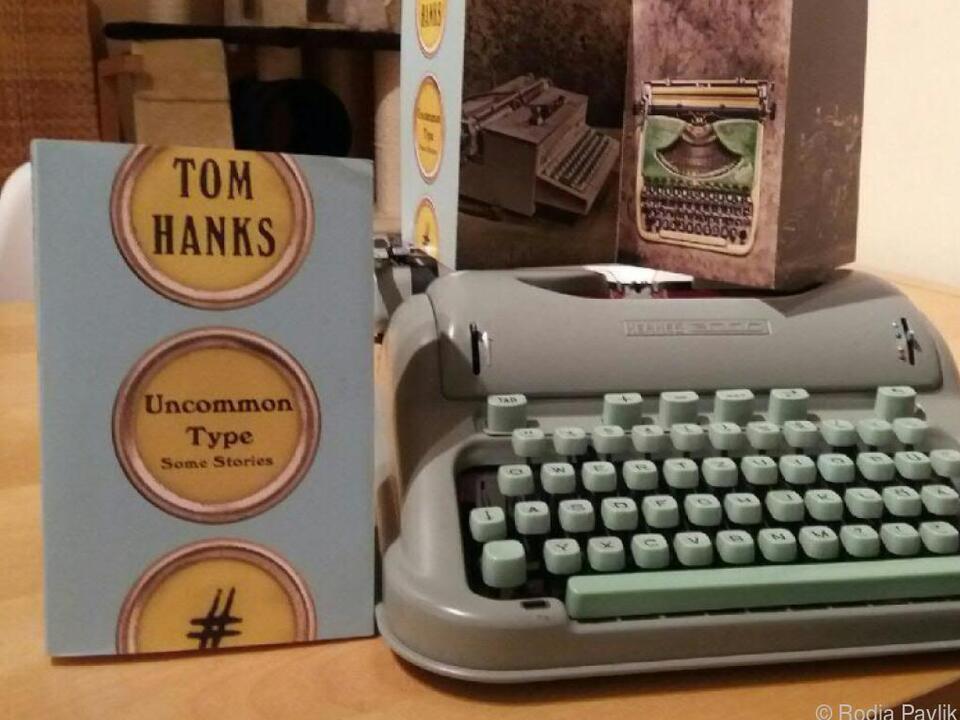 Eine Hermes 3000 und das aktuelle Buch von Oscar-Preisträger Tom Hanks