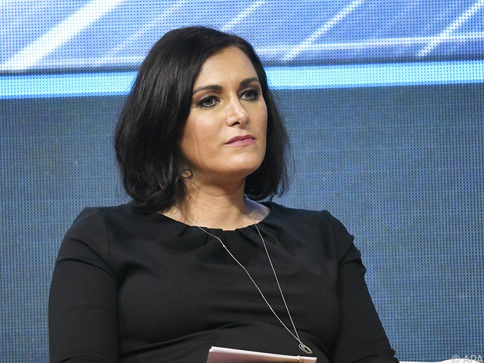 Elisabeth Köstinger will raschere Entschädigung für Wolfsrisse