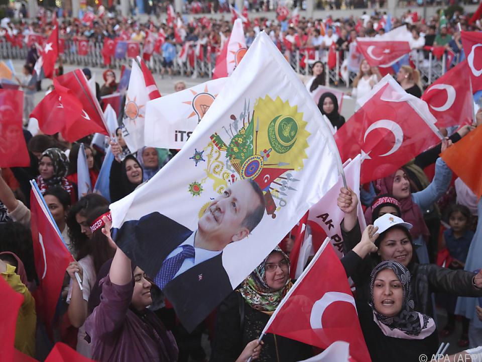 Erdogan-Anhänger feiern in Ankara