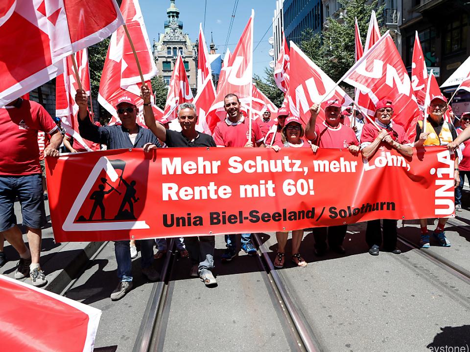 Friedliche Demonstration für mehr Lohn