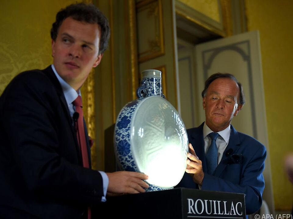 Gebote für Porzellanflasche stiegen in astronomische Höhen