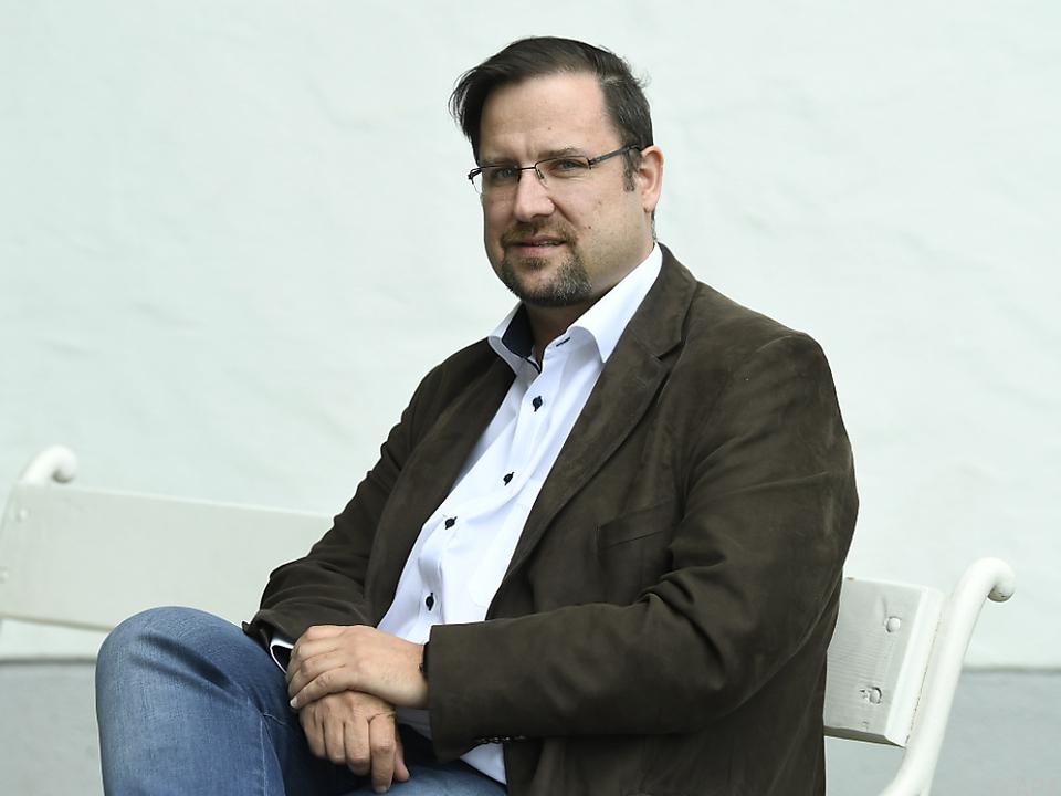 Hafenecker kündigt Anzeigen an