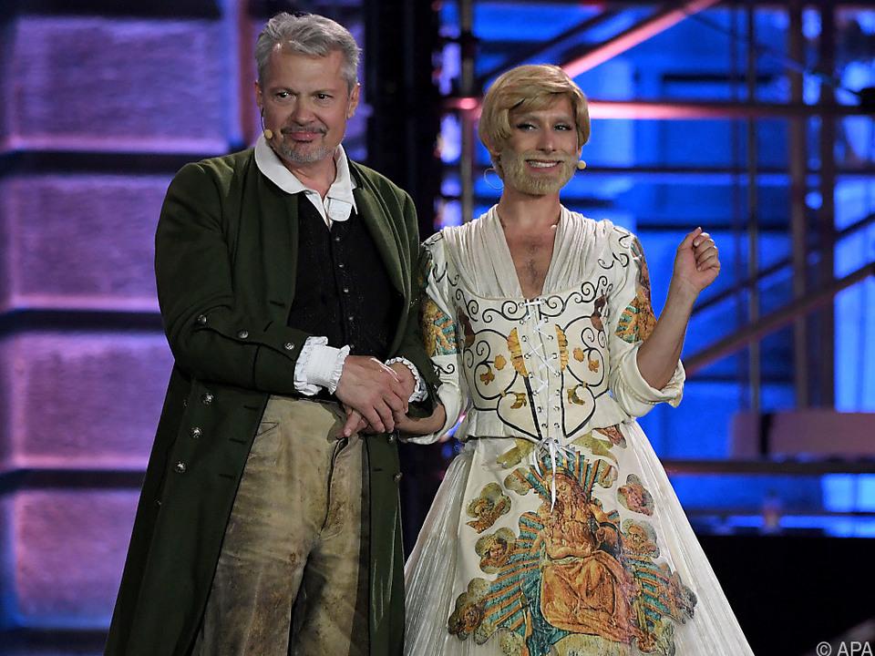 Herbert Föttinger und Conchita Wurst als Trapps bei der Eröffnung