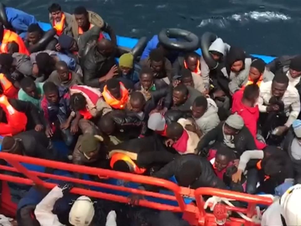 Hunderte Flüchtlinge im westlichen Mittelmeer gerettet
