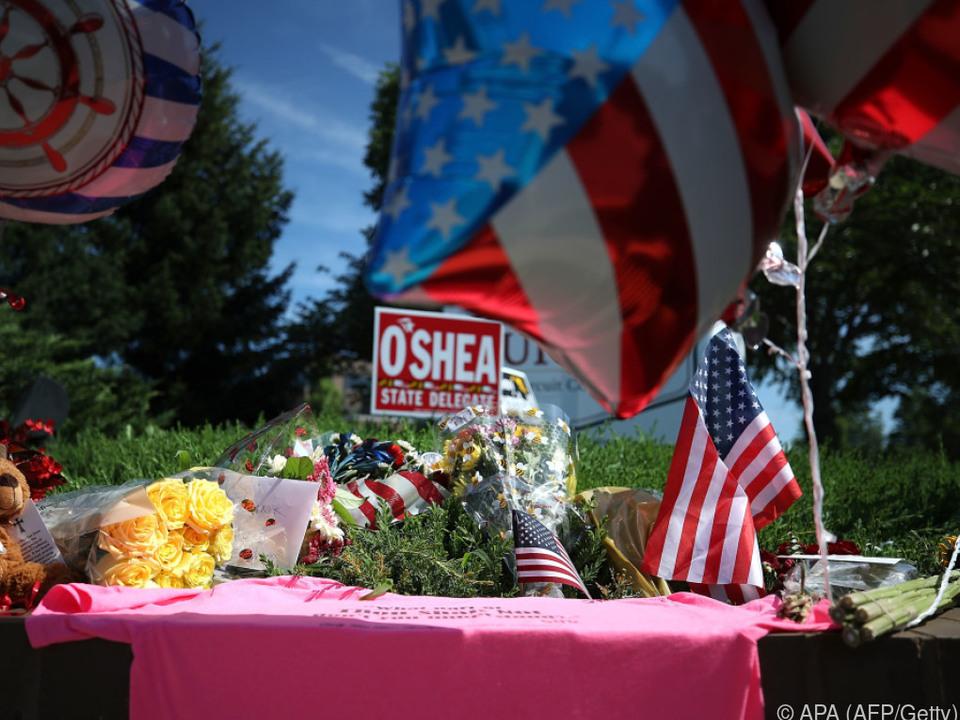 Improvisierte Gedenkstätte für die Opfer in Annapolis