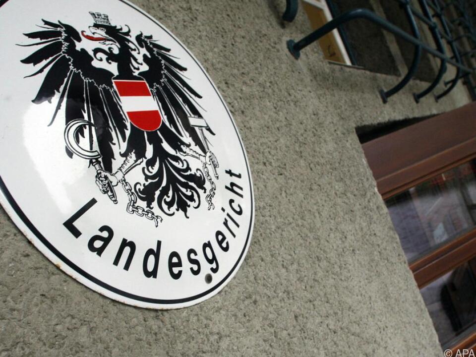Landesgericht Krems: Hohe Haftstrafen für Eltern