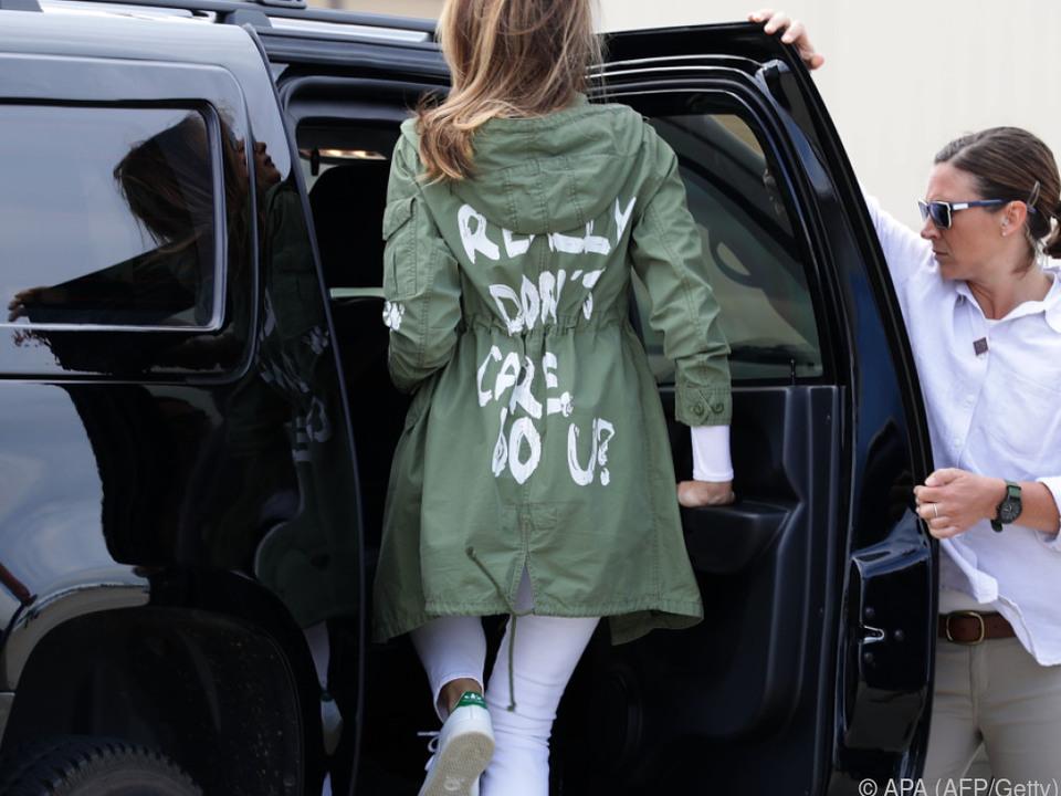 Melania Trumps modisches Statement sorgt für Spott und Entrüstung