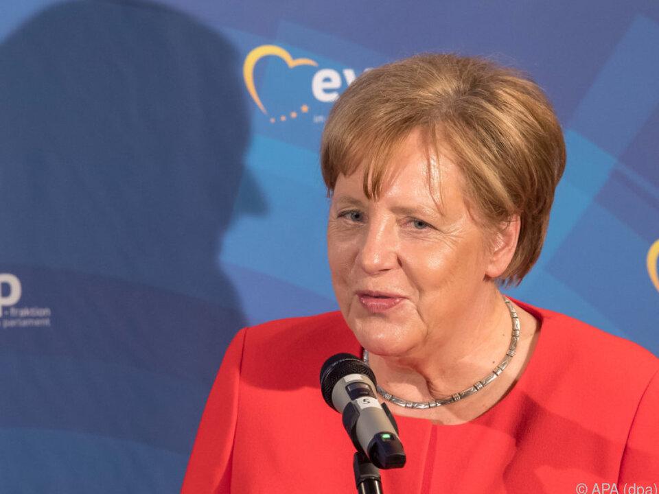 Merkel schließt sich EVP-Kollegen an