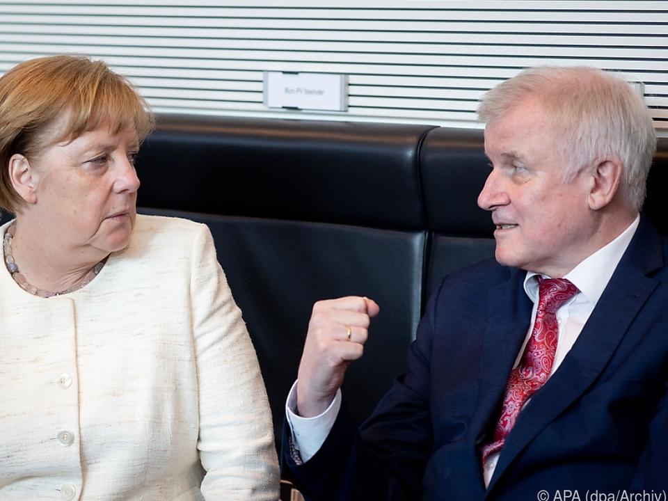 Merkel und Seehofer sind sich uneinig