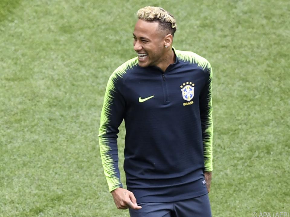Neymar ist mit neuer Frisur vor dem Spiel gegen Costa Rica gut gelaunt