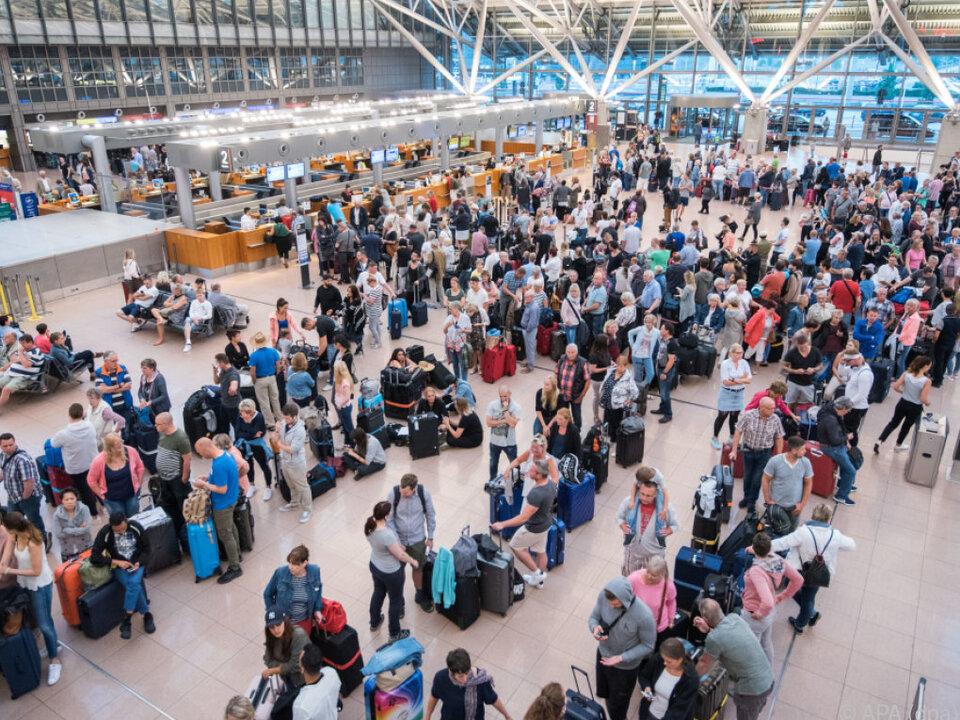 Passagiere hoffen auf Abflug